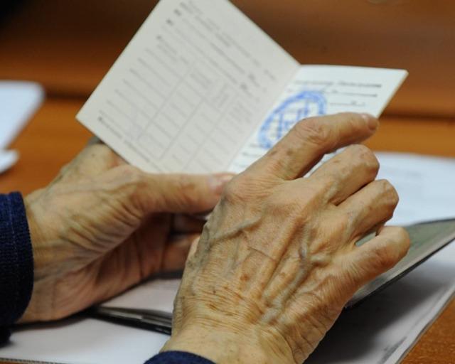 Входит ли больничный в стаж работы в 2020 году - трудовой, для пенсии, страховой, образец, пример