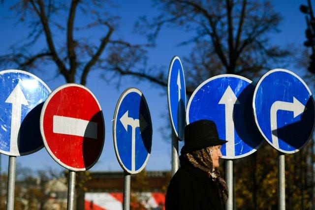 Как в регионах платят пособия по безработице в 2020 году - что это такое, задерживают или вовремя, в России