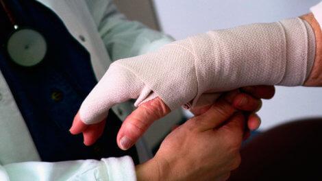 Оплата больничного по травме в 2020 году - бытовой, производственной, по пути на работу, скачать, образец, пример, заполнения