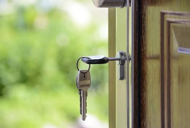 Налог на приватизированную квартиру в 2020 году - платят ли пенсионеры, нужно ли, долю, как начисляется
