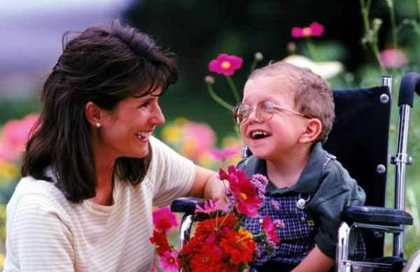Льготы родителям ребенка-инвалида в 2020 году - на работе, при выходе на пенсию, с детства, какие положены
