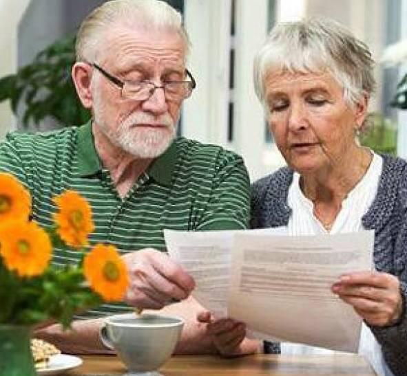 Как уволить пенсионера в 2020 году - без его желания по закону, по инициативе работодателя, собственному
