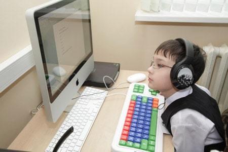 Обучение инвалидов в 2020 году - дистанционное для детей, профессиональное, компенсация на дому, в ВУЗах