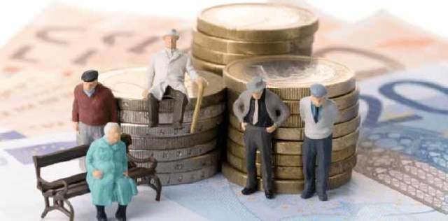 Может ли пенсия быть меньше прожиточного минимума в 2020 году - пенсионера, у работающего