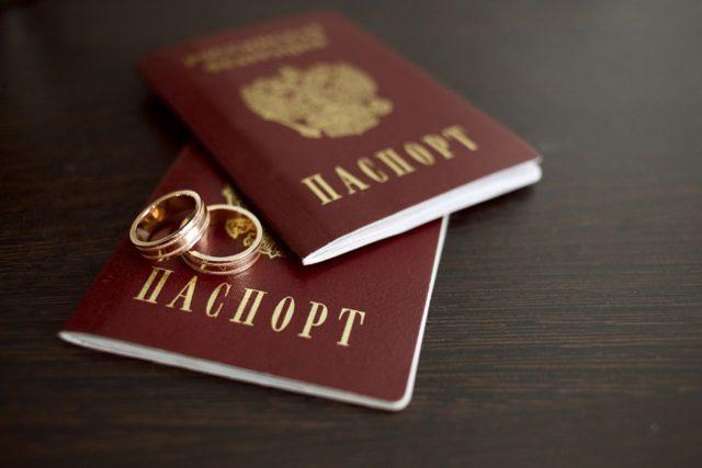 Замена СНИЛС при смене фамилии после замужества в 2020 году - через Госуслуги, в МФЦ